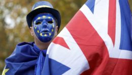 Británia a EÚ sa dohodli o podmienkach na severoírskej hranici