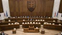 Plénum parlamentu počas schôdze