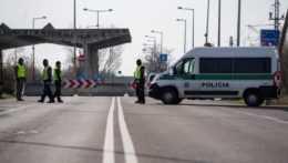 Maďarsko predĺži kontroly na hraniciach do konca októbra