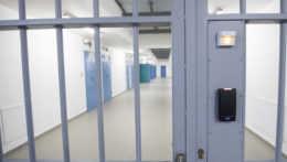 Muž, ktorý odhalil mučenie v ruských väzniciach, žiada o azyl