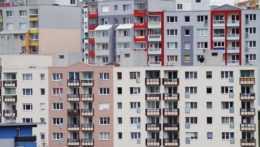 Domy a byty aj napriek pandémii výrazne zdraželi