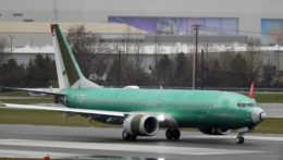 Dve lietadlá spadli, zomrelo 346 ľudí. Testovací pilot Boeingu čelí obžalobe z podvodu