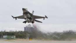 Rezort obrany pri nákupe stíhačiek F-16 nepreukázal opodstatnenosť tejto akvizície, tvrdí NKÚ