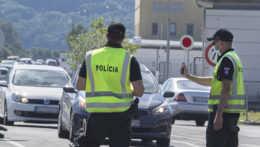 Po teroristickom útoku kontroluje polícia hranice s Rakúskom
