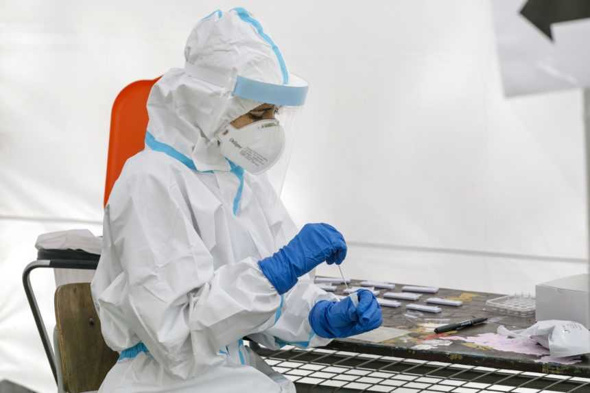 PCR testy odhalili 381 nových prípadov, počet hospitalizovaných opäť klesol