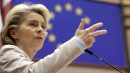 Európska únia by do konca júna mohla mať 300 miliónov dávok vakcín