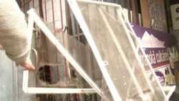 Rozbité okná, zničené debničky, poškodený stroj: Medvedica poničila tatranskú prevádzku, hrozí jej utratenie