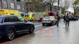 V Londýne vyšlo auto na chodník, zrazilo niekoľkých chodcov