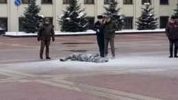 V Minsku sa na námestí podpálil muž, je v bezvedomí