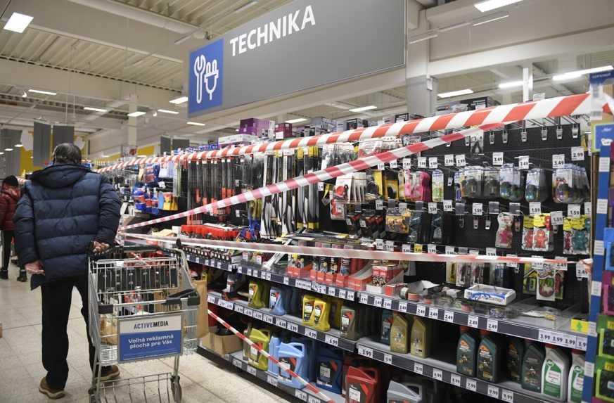 Zákazu vychádzania sa musia prispôsobiť aj obchody, od stredy sa budú zatvárať skôr
