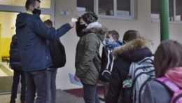 V okresoch Trnava, Hlohovec a Piešťany sa školy neotvoria