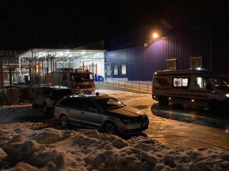 Rukojemnícka dráma v Kežmarku sa skončila, polícia z nákupného centra vyviedla páchateľa