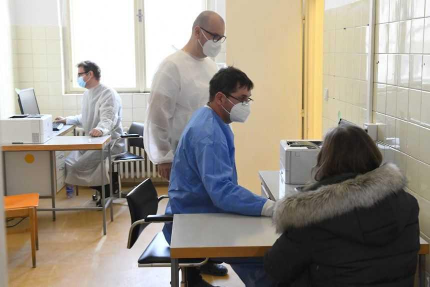 Chirurg cez pandémiu pracuje na stavbe. Zahraničným zdravotníkom na Slovensku bráni pomáhať byrokracia