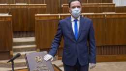 Z poslaneckého klubu OĽANO definitívne vylúčili poslanca Čepčeka