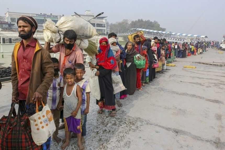 Súd pozastavil deportáciu mjanmarských utečencov, Malajzia s ňou aj napriek tomu začala