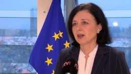 Brusel avizuje tvrdší boj proti hoaxom a dezinformáciám