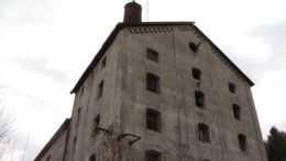 Schátranú budovu sladovne vo Vyhniach chcú zrekonštruovať