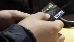 Po prvý raz na Slovensku prevládli bezhotovostné platby nad hotovosťou