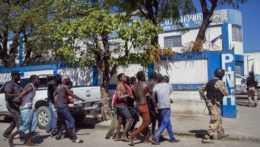 Hromadný útek stovky väzňov na Haiti si vyžiadal desiatky mŕtvych
