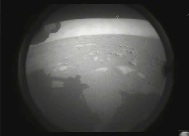 Rover NASA úspešne pristál na Marse