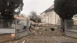 Rodinný dom v okrese Michalovce zničil výbuch, pravdepodobne ho spôsobil plyn