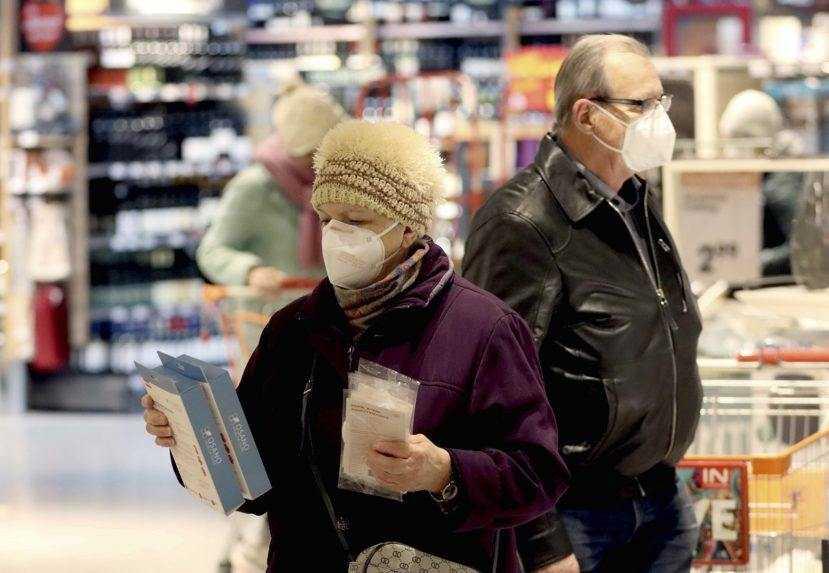 Hodiny pre seniorov sú nezmyselné, treba ich zrušiť, tvrdia obchodníci