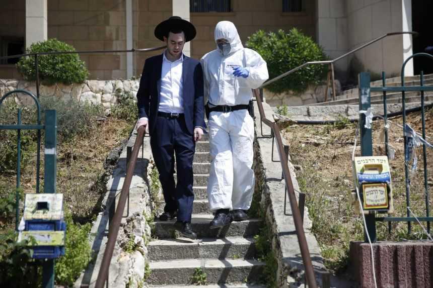 Židia, ktorí použili nosový sprej, sa na náboženských oslavách nenakazili covidom