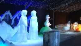 V Ružomberku vyrástlo ľadové kráľovstvo. Atrakcia čaká na návštevníkov