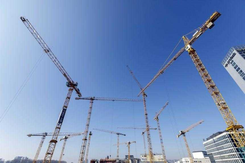 Počet dokončených bytov vlani narástol, koronakríza však zasiahla rozbeh stavieb