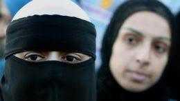 Švajčiari v referende schválili zákaz zahaľovania tváre