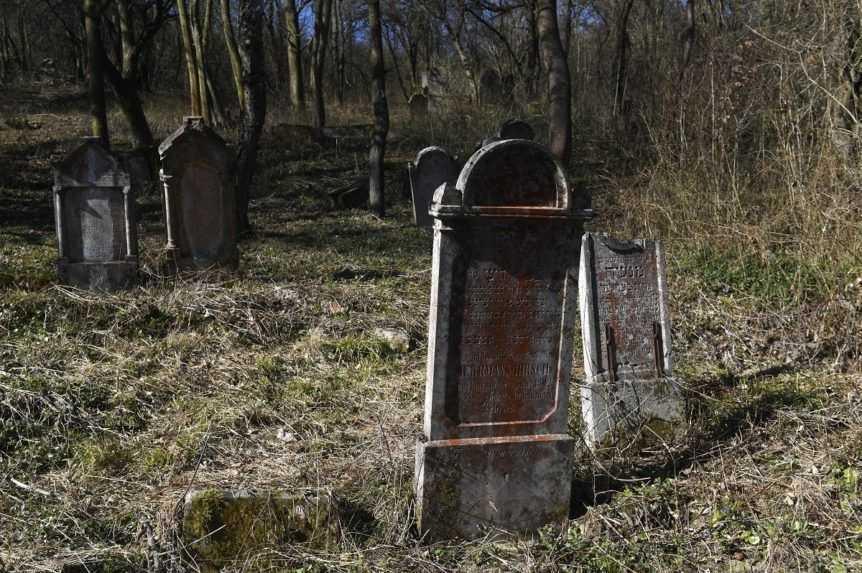 Stará Ľubovňa nezabúda na obete holokaustu, v meste pribudli spomienkové kamene