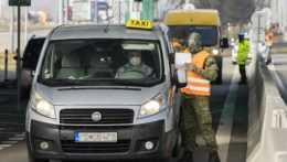 Rakúsko zmení režim na hraniciach, sprísni povinnosť testovania pre pendlerov