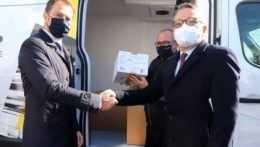 Slovensko prijalo 15 000 dávok vakcín od Francúzska. Matovič: Veľké gesto priateľstva