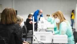 V Bratislave by mohlo byť viac vakcín už cez víkend. Nie všetci s prerozdelením súhlasia