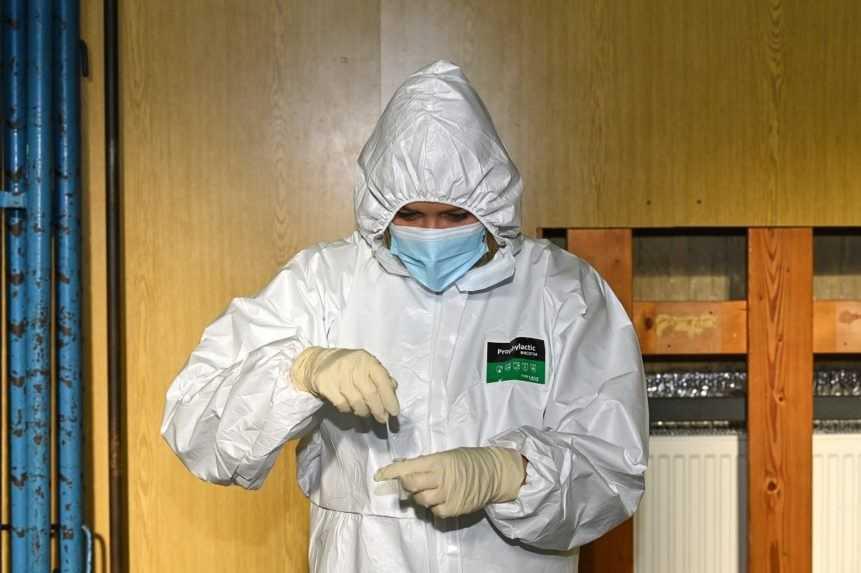 Počet hospitalizovaných stúpol o 55, pribudlo ďalších 26 obetí pandémie