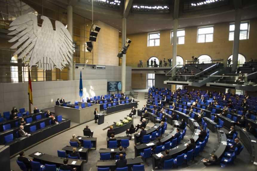 Státisícové provízie za nákup rúšok? Dvaja nemeckí poslanci čelia škandálu