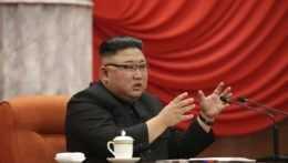 """Kim pre """"vážny incident"""" odvolal z funkcií stranícke špičky. Mali pochybiť pri epidémii"""
