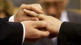 Katolícki kňazi nemôžu požehnávať homosexuálne zväzky, znie z Vatikánu