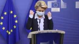 Európska únia má malo vakcín aj málo odpovedí na kritiku národných vlád