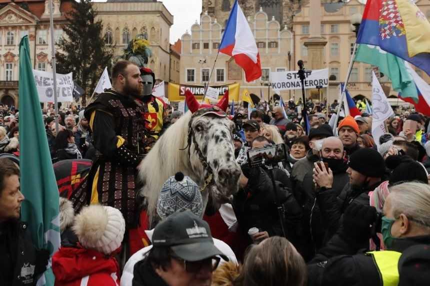 V Prahe zasahovala proti demonštrantom polícia. Zadržala aj poslanca