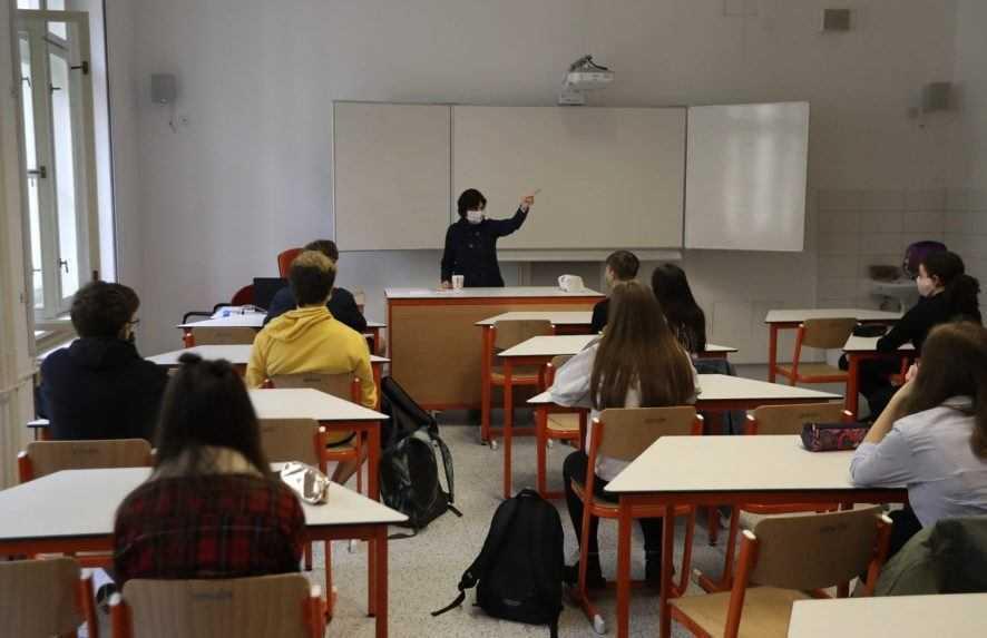Podľa prieskumu až polovica učiteľov zvažuje odchod zo zamestnania