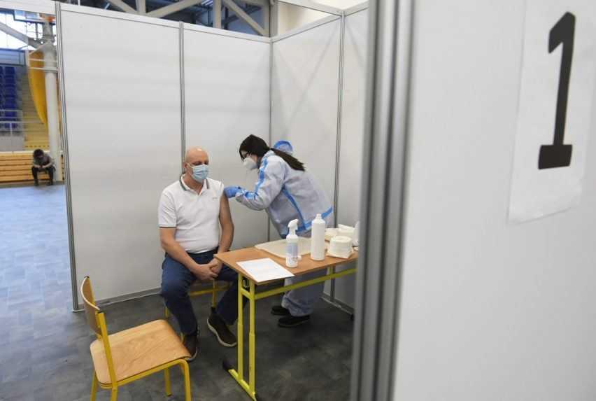 Biznis s očkovaním? Na juhu Slovenska údajne predávajú šiestu dávku vakcíny za sto eur