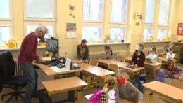 Do škôl nastúpilo viac detí, ako vláde odporúčali odborníci