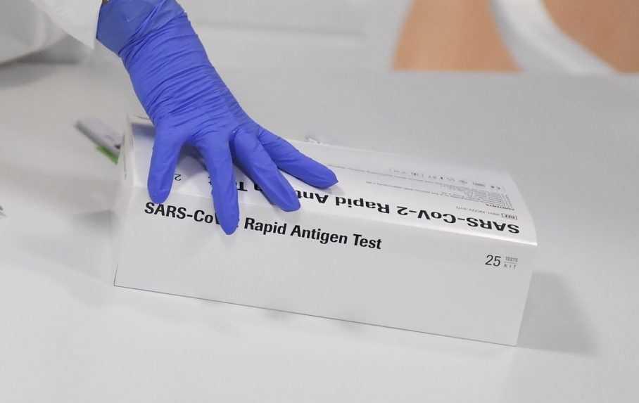 Využívajú sa už menej, no v skladoch ostávajú milióny. Čo bude s antigénovými testami?