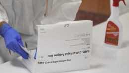 PCR odhalili 74 nových prípadov, počet hospitalizovaných výraznejšie klesol