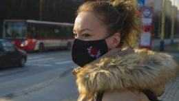 Zmiernia sa podmienky pre nosenie rúšok a respirátorov: V exteriéri nebudú povinné vždy