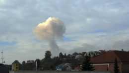 Horiaci muničný sklad za obcou Vrbětice po výbuchu v roku 2014.