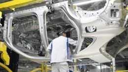 Svetový automobilový trh ožíva, bratislavský Volkswagen prijme stovky ľudí