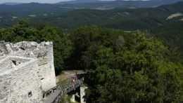 Projekt obnovy hradov s nezamestnanými bude pokračovať