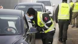 Od pondelka sa upravuje režim na hraniciach, zaočkovaní nebudú musieť ísť do karantény